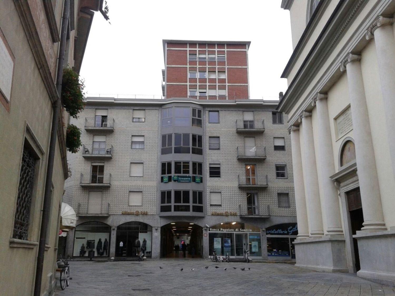 Ufficio / Studio in affitto a Sondrio, 9999 locali, prezzo € 700 | CambioCasa.it