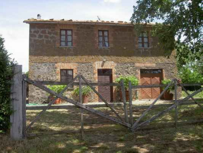 Appartamento in vendita a Bagnoregio, 7 locali, prezzo € 186.000   CambioCasa.it