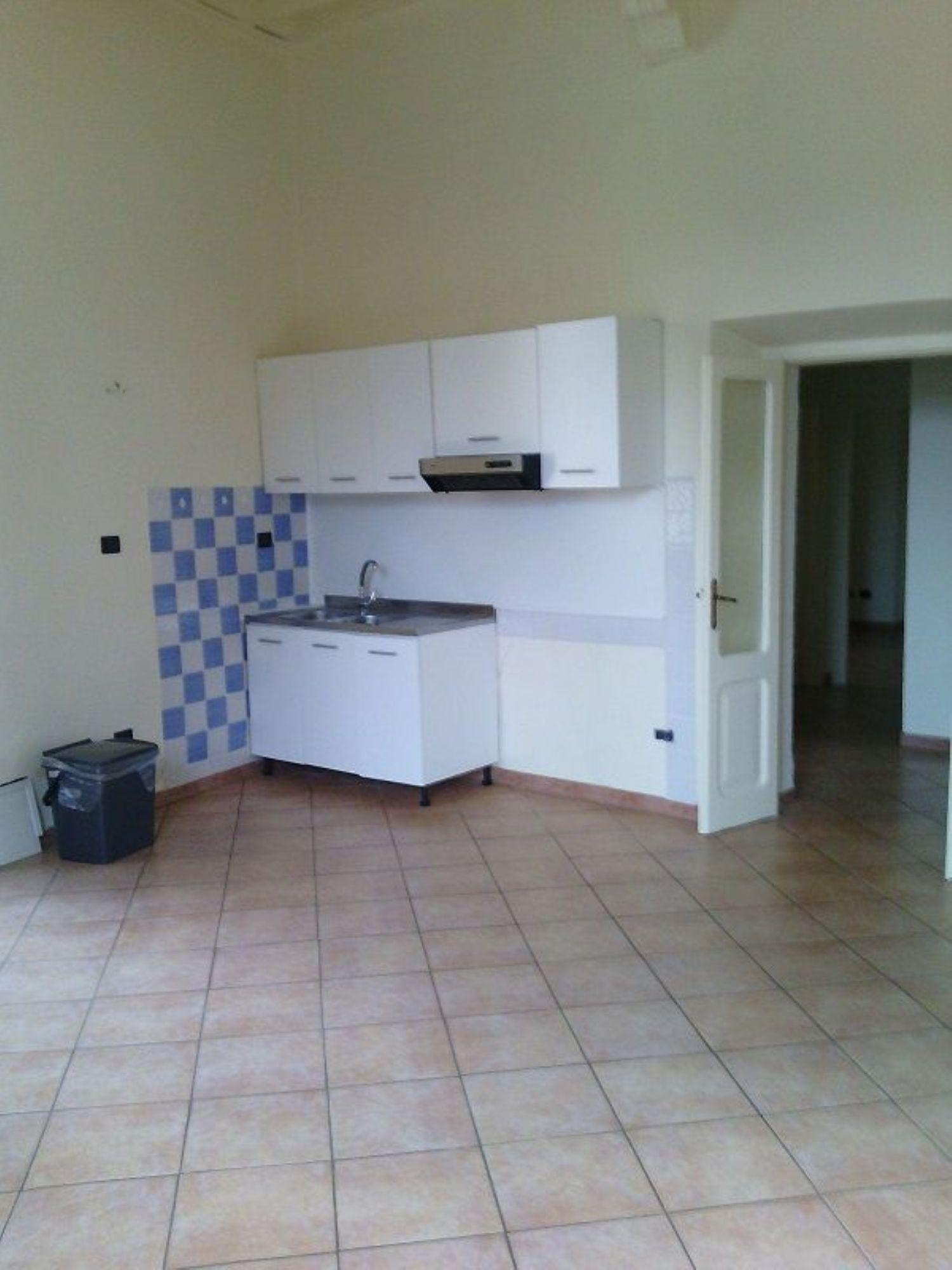 Appartamento in affitto a Orte, 5 locali, prezzo € 400 | Cambio Casa.it