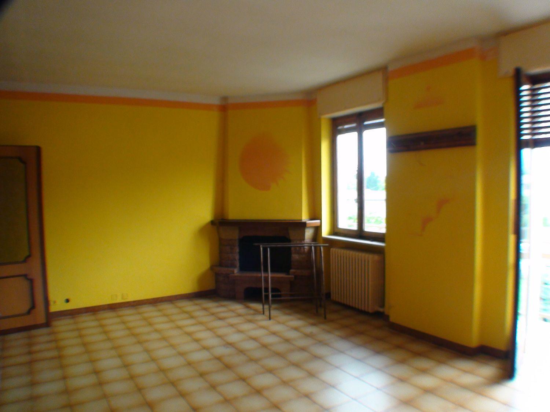 Appartamento in affitto a Cuorgnè, 5 locali, prezzo € 400 | Cambio Casa.it