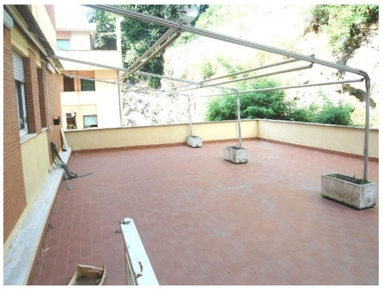 Appartamento in vendita a Velletri, 5 locali, prezzo € 169.000 | Cambio Casa.it