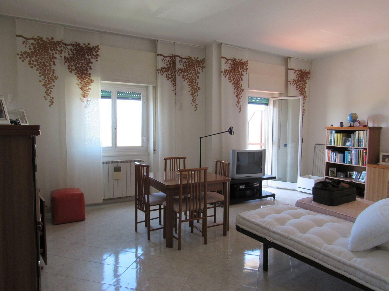 Appartamento in vendita a Ladispoli, 2 locali, prezzo € 149.000   CambioCasa.it