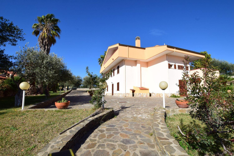 Soluzione Indipendente in vendita a Sassari, 6 locali, prezzo € 580.000 | Cambio Casa.it
