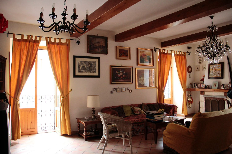 Appartamento in vendita a Arcinazzo Romano, 7 locali, prezzo € 210.000 | Cambio Casa.it
