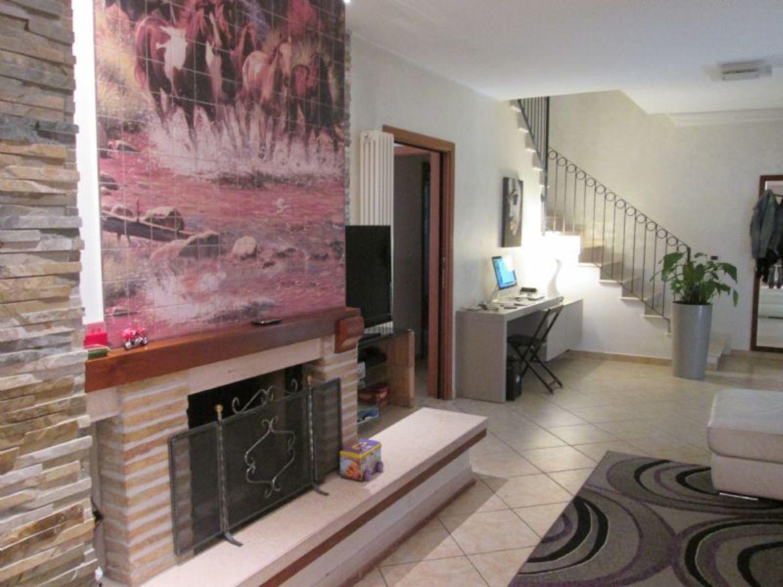 Villa a Schiera in vendita a Spoltore, 5 locali, prezzo € 295.000 | CambioCasa.it