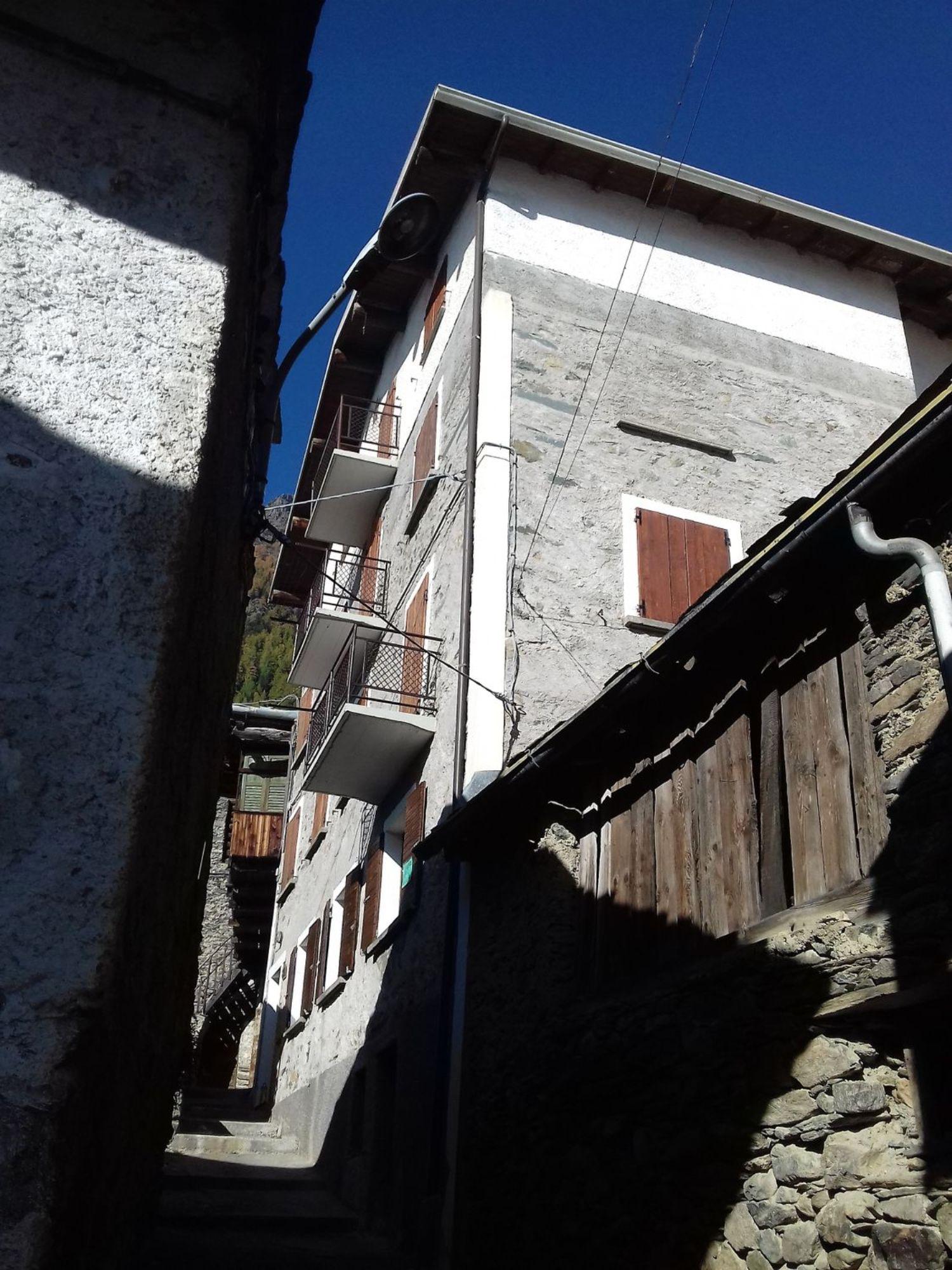 Appartamento in vendita a Chiesa in Valmalenco, 3 locali, prezzo € 130.000 | CambioCasa.it