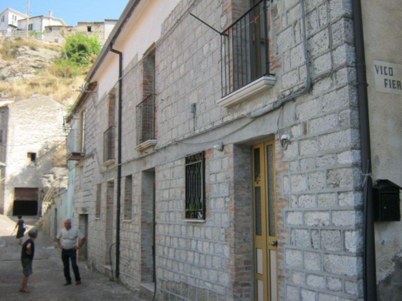 Appartamento in vendita a San Giorgio La Molara, 4 locali, prezzo € 70.000   CambioCasa.it