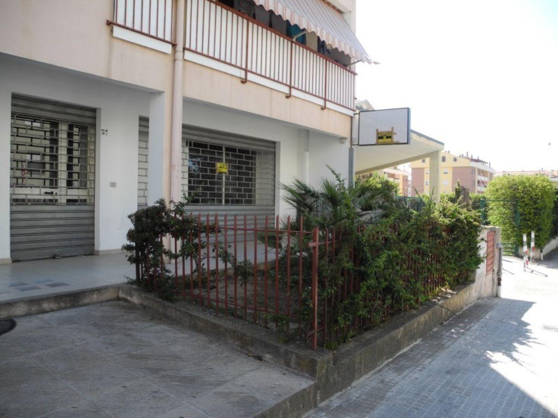 Immobile Commerciale in vendita a Sassari, 9999 locali, prezzo € 150.000 | Cambio Casa.it