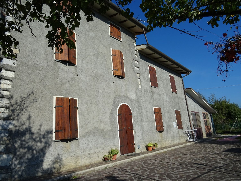 Soluzione Indipendente in vendita a Borgo a Mozzano, 14 locali, prezzo € 390.000 | CambioCasa.it