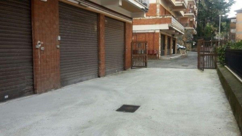 Immobile Commerciale in affitto a Marino, 9999 locali, prezzo € 500 | CambioCasa.it