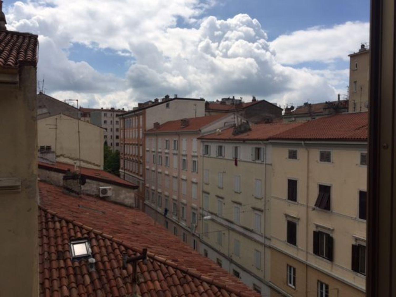 Appartamento in vendita a Trieste, 3 locali, prezzo € 44.000   CambioCasa.it