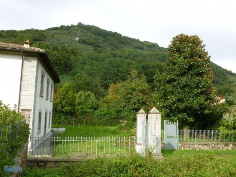 Soluzione Indipendente in vendita a Borgo a Mozzano, 10 locali, prezzo € 600.000 | CambioCasa.it