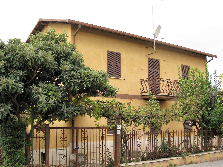 Soluzione Indipendente in vendita a Roma, 6 locali, prezzo € 298.000   CambioCasa.it