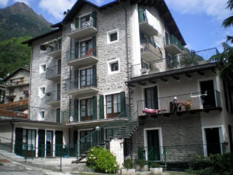 Appartamento in vendita a Chiesa in Valmalenco, 3 locali, prezzo € 120.000 | Cambio Casa.it