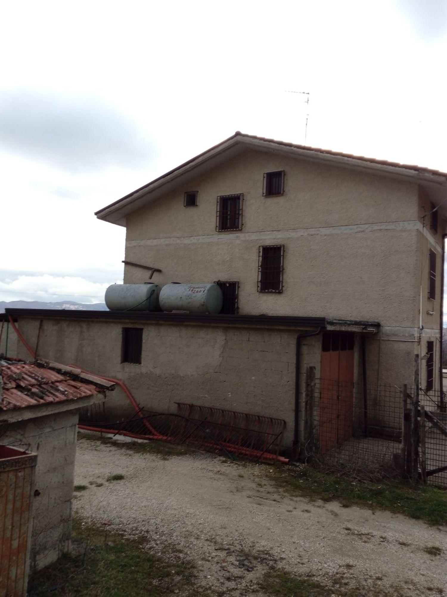 Soluzione Indipendente in vendita a Sant'Angelo a Scala, 6 locali, prezzo € 300.000   CambioCasa.it