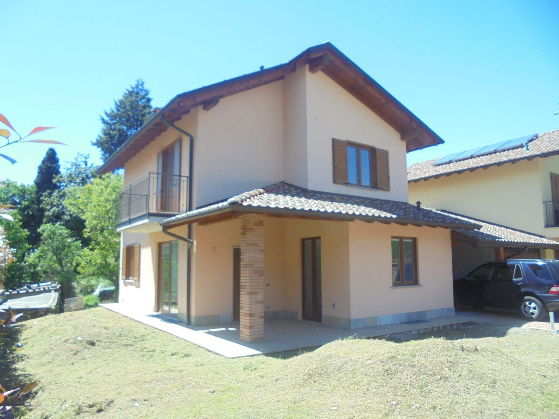 Soluzione Indipendente in vendita a Azzio, 6 locali, prezzo € 370.000 | Cambio Casa.it