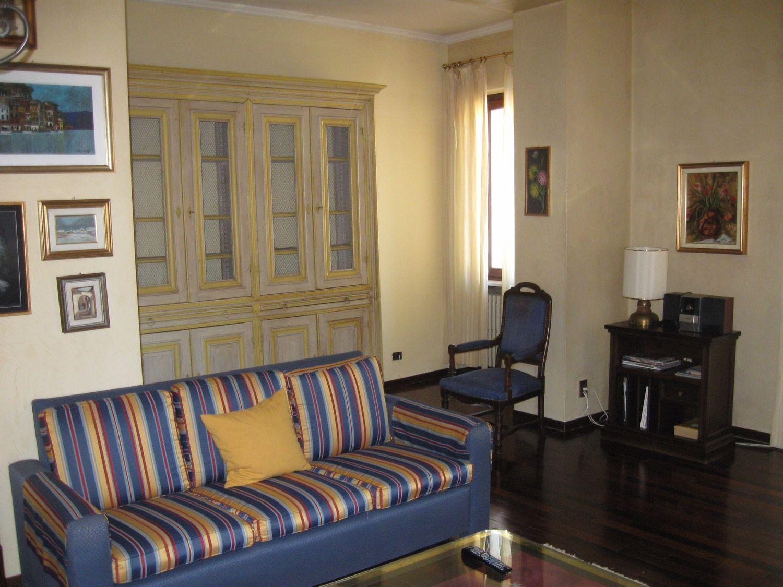 Appartamento in affitto a Gavirate, 6 locali, prezzo € 850 | Cambio Casa.it