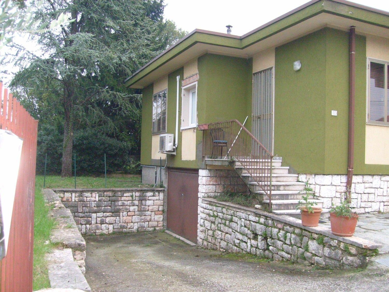 Soluzione Indipendente in vendita a Sant'Ambrogio di Valpolicella, 10 locali, prezzo € 265.000 | Cambio Casa.it