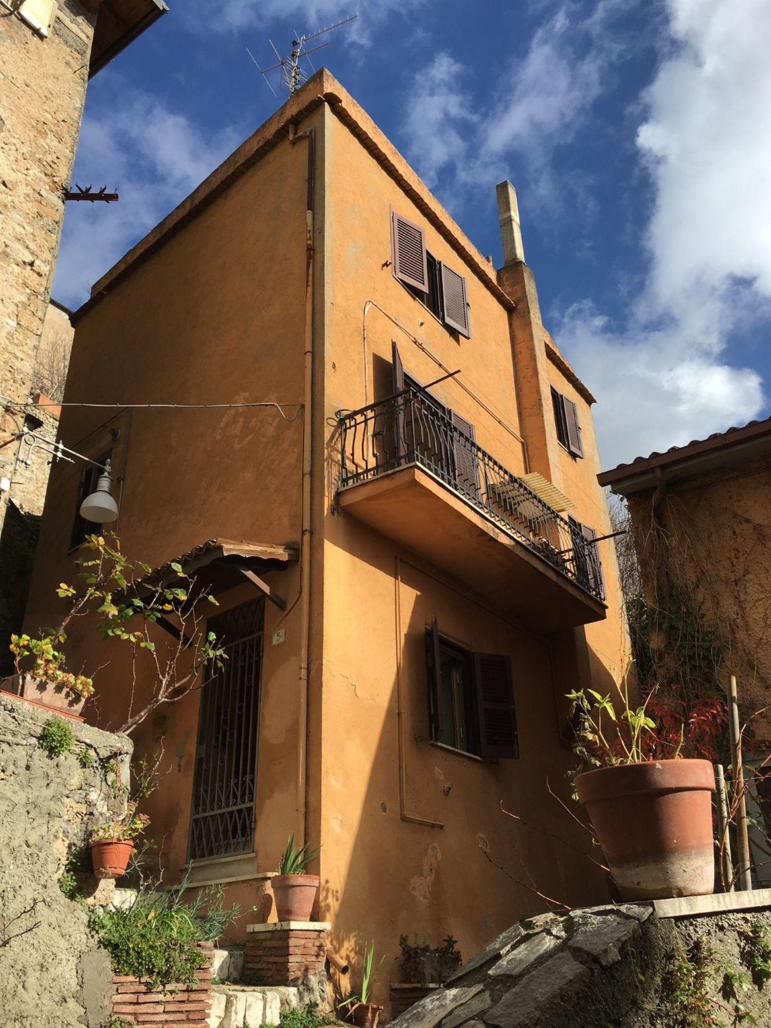 Appartamento in vendita a Subiaco, 5 locali, prezzo € 80.000 | CambioCasa.it