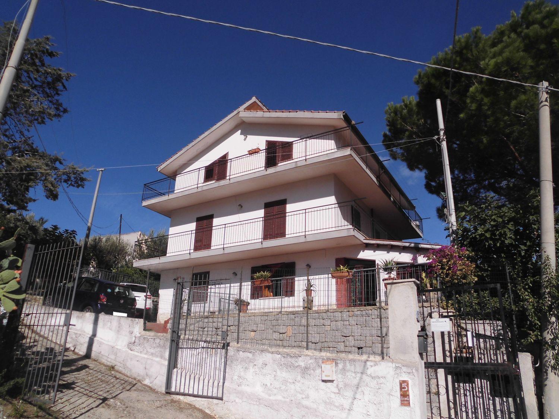 Soluzione Indipendente in vendita a Monreale, 9 locali, prezzo € 220.000 | CambioCasa.it
