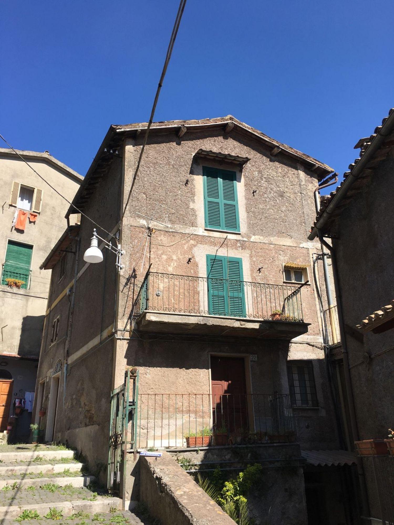 Appartamento in vendita a Subiaco, 3 locali, prezzo € 58.000 | Cambio Casa.it