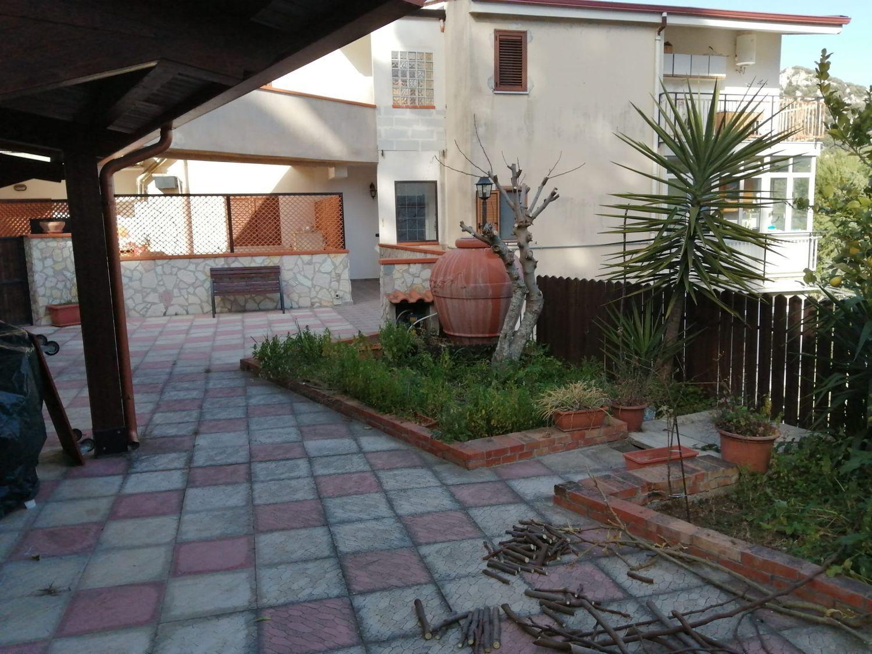 Appartamento in vendita a Monreale, 5 locali, prezzo € 135.000   CambioCasa.it