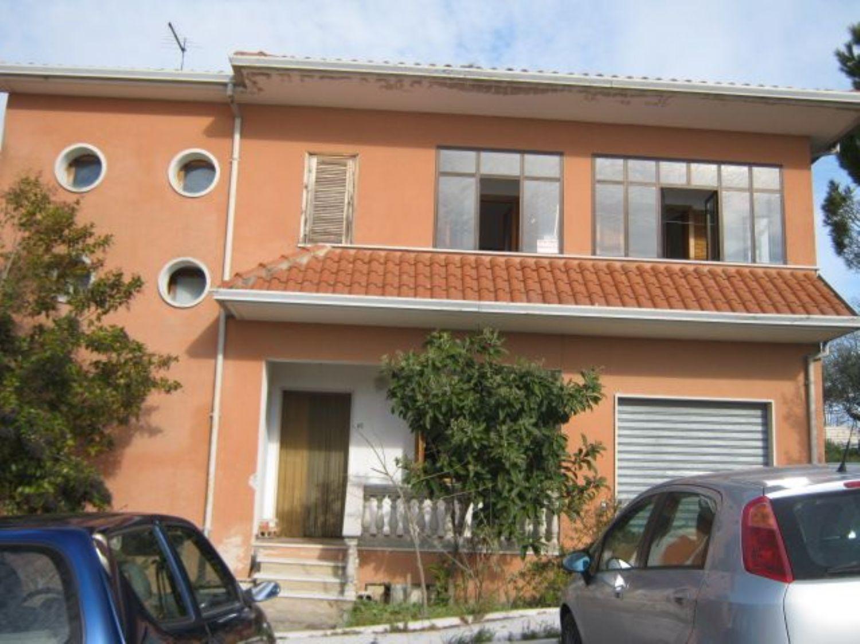 Appartamento in vendita a Pago Veiano, 6 locali, prezzo € 130.000   CambioCasa.it