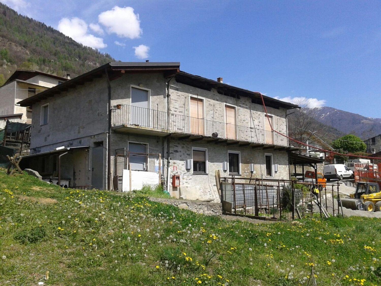 Soluzione Indipendente in vendita a Tresivio, 10 locali, prezzo € 270.000 | CambioCasa.it