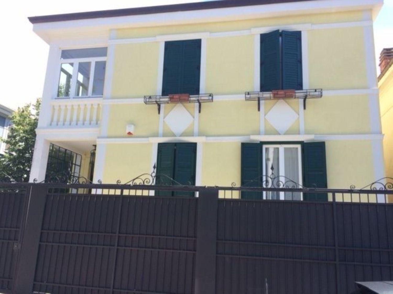 Soluzione Indipendente in vendita a Trieste, 9 locali, prezzo € 850.000 | Cambio Casa.it