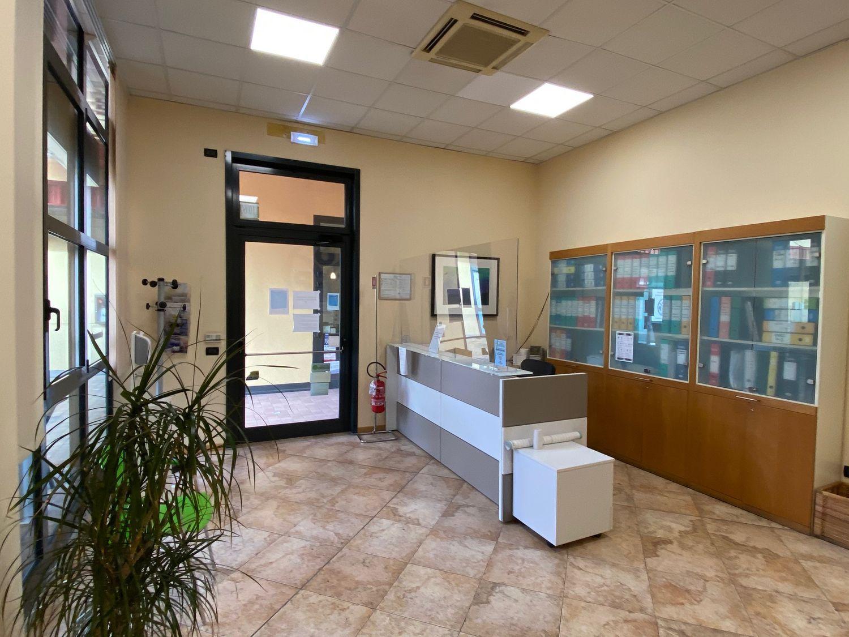 Immobile Commerciale in affitto a San Giovanni in Persiceto, 9999 locali, prezzo € 2.000   CambioCasa.it