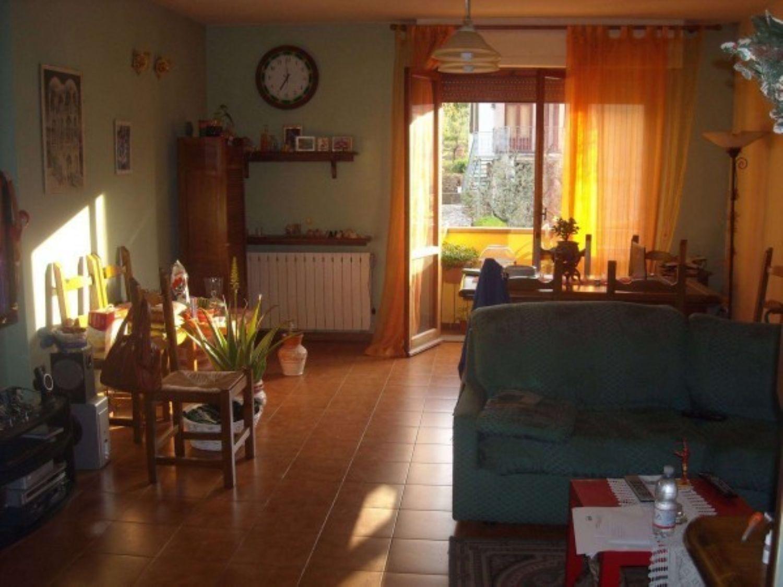Appartamento in vendita a Borgo a Mozzano, 6 locali, prezzo € 115.000 | Cambio Casa.it