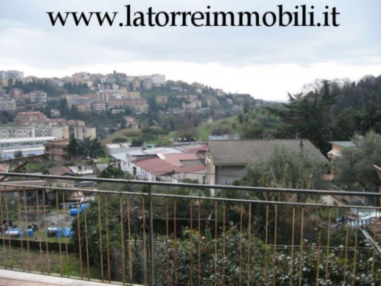 Appartamento in vendita a Velletri, 4 locali, prezzo € 99.000   CambioCasa.it