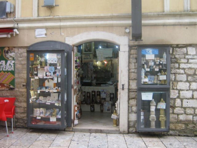 Immobile Commerciale in vendita a Pietrelcina, 9999 locali, prezzo € 75.000 | CambioCasa.it