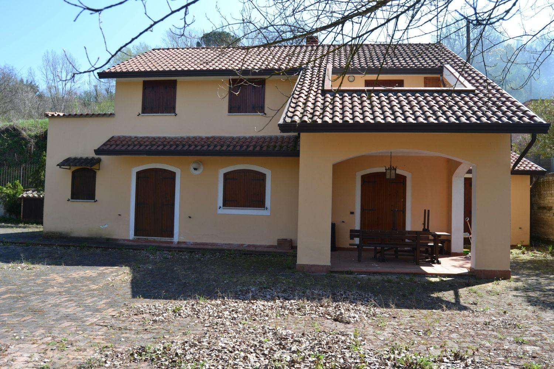 Soluzione Indipendente in vendita a Benevento, 7 locali, prezzo € 250.000 | Cambio Casa.it