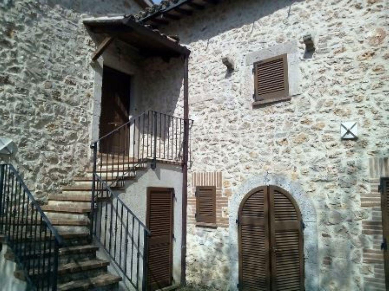Appartamento in vendita a Massa Martana, 11 locali, prezzo € 599.000   Cambio Casa.it