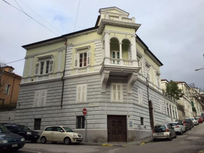 Soluzione Indipendente in vendita a Trieste, 9 locali, prezzo € 535.000 | Cambio Casa.it