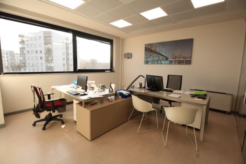 Ufficio / Studio in affitto a San Donato Milanese, 9999 locali, prezzo € 2.500 | CambioCasa.it