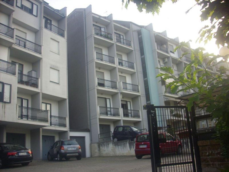 Appartamento in vendita a Chieti, 4 locali, prezzo € 115.000 | Cambio Casa.it