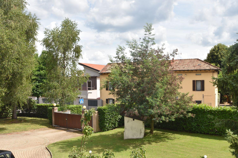 Villa Bifamiliare in Vendita a Sesto Calende