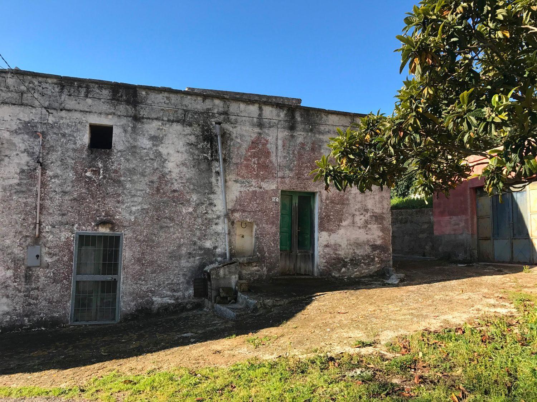 Appartamento in vendita a Cisternino, 5 locali, prezzo € 70.000 | Cambio Casa.it