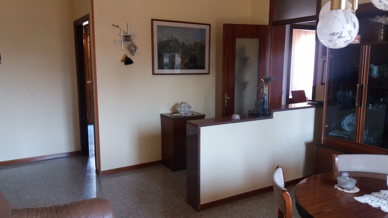 Appartamento in vendita a Sant'Ambrogio di Valpolicella, 4 locali, prezzo € 130.000 | Cambio Casa.it