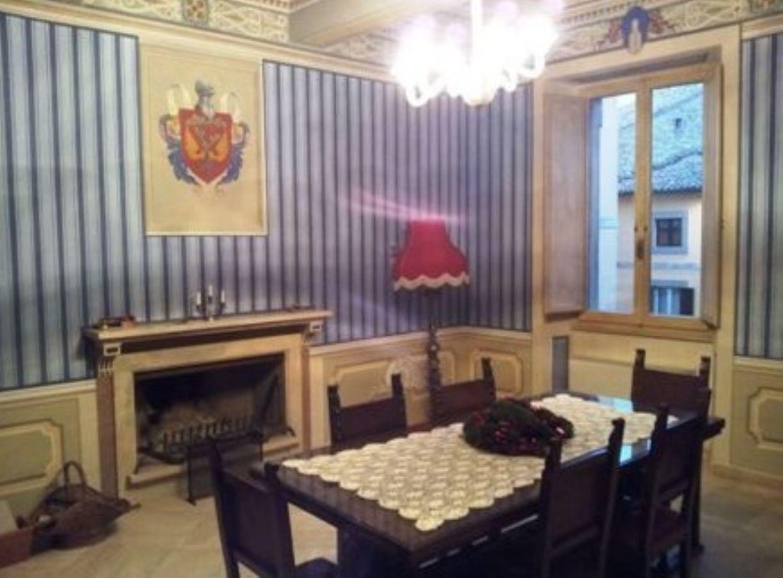 Appartamento in vendita a Todi, 9 locali, prezzo € 730.000 | Cambio Casa.it