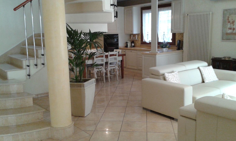 Soluzione Indipendente in vendita a Viareggio, 7 locali, prezzo € 650.000 | Cambio Casa.it