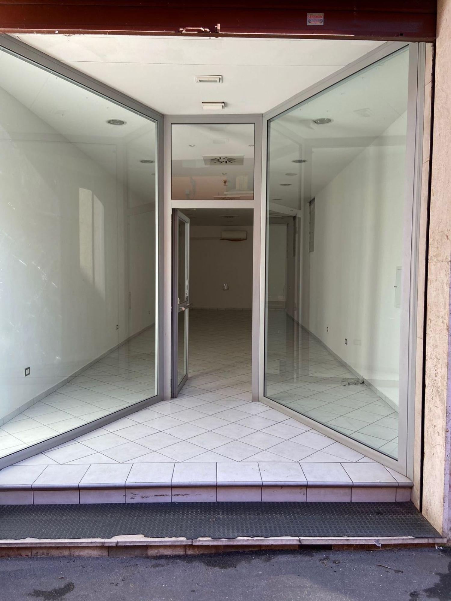 Immobile Commerciale in affitto a San Giovanni in Persiceto, 9999 locali, prezzo € 1.100   CambioCasa.it