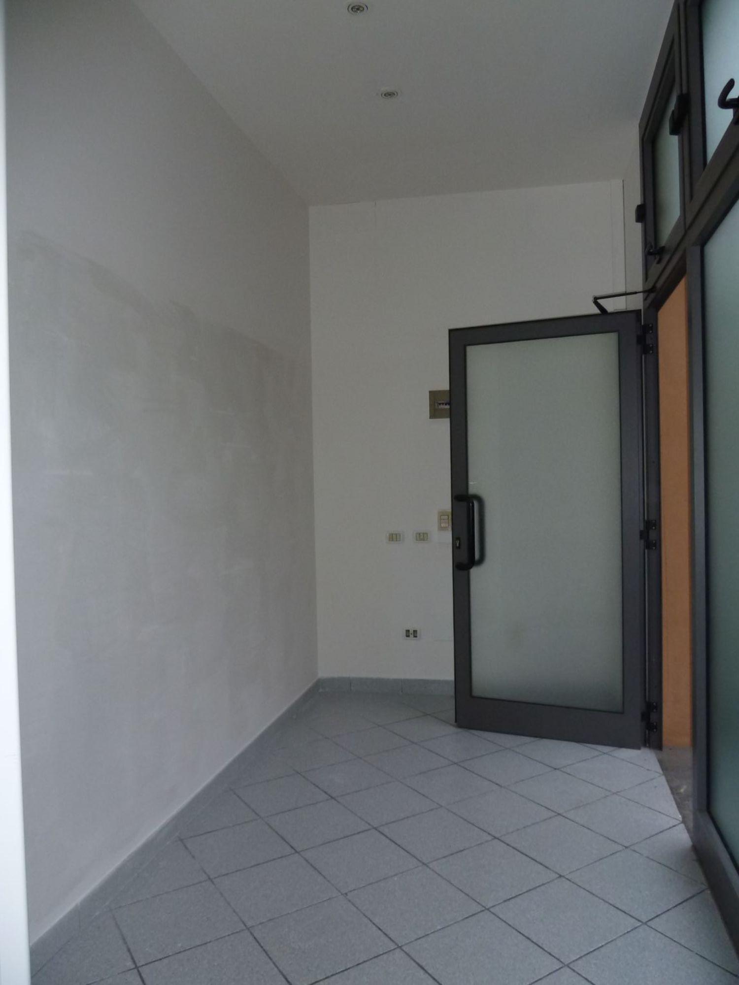 Immobile Commerciale in affitto a San Giovanni in Persiceto, 9999 locali, prezzo € 580   CambioCasa.it