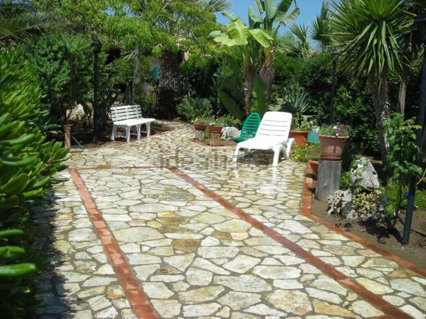 Immagini di giardini di villette affitto casa ricadi - Foto piccoli giardini casa ...