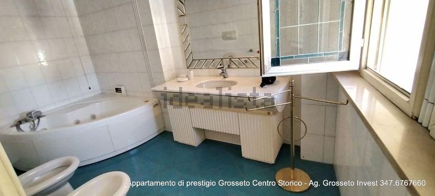 Immagine Bagno di appartamento su  manin, 20, Centro, Grosseto