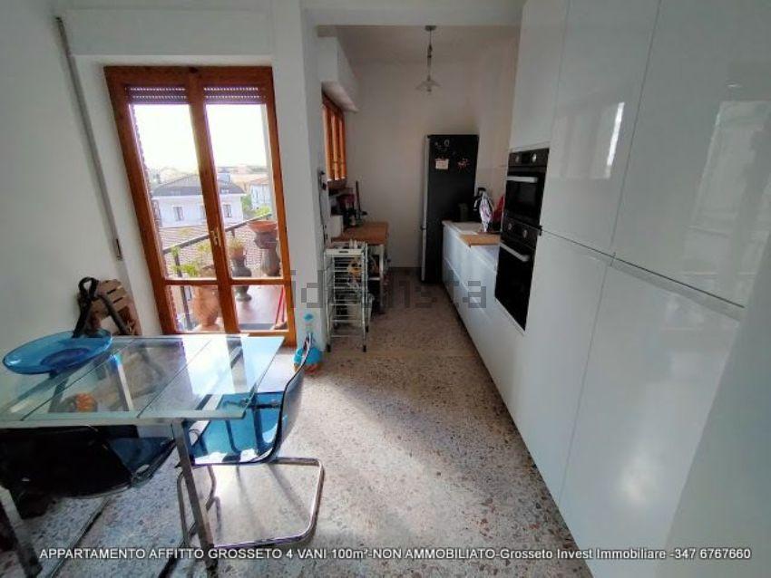 Cucina di appartamento quadrilocale in affitto Via Depretis, Grosseto