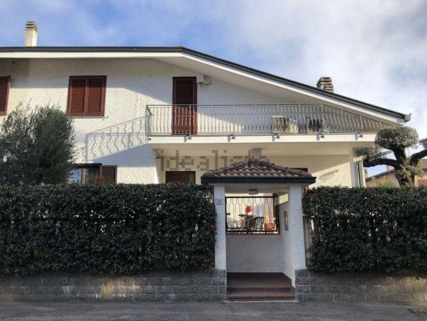Casa indipendente in vendita a Limbiate, Groane, Monza-Brianza