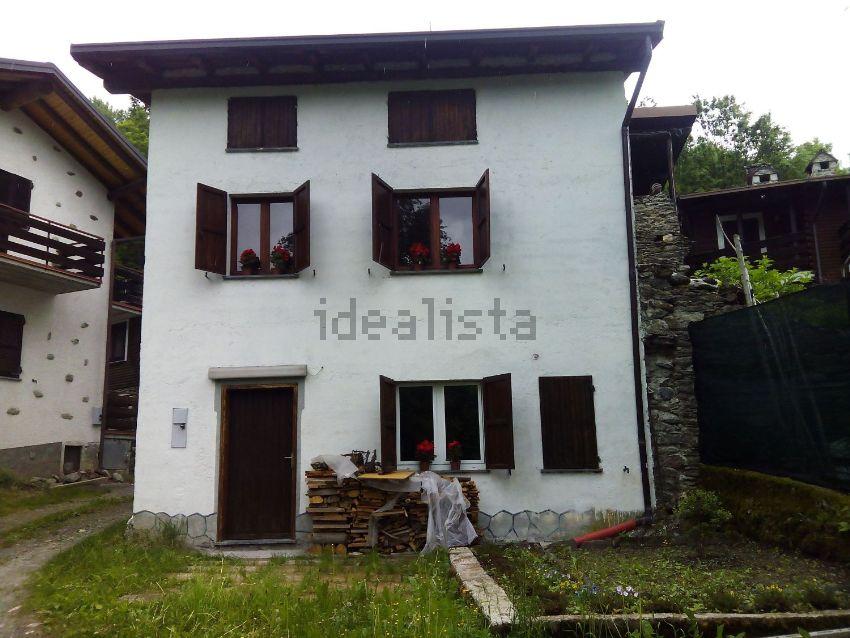 Le 25 case di montagna pi economiche in vendita in italia for Case in vendita tirano